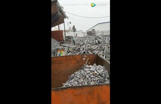 生铝铝合金轮毂破碎机生产现场视频