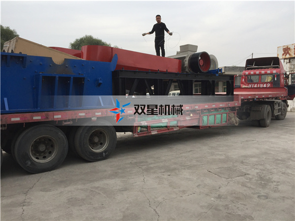 废钢破碎机设备1600设备发货现场