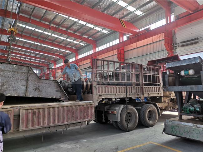 浙江废钢破碎机1600型设备发往西宁现场实拍