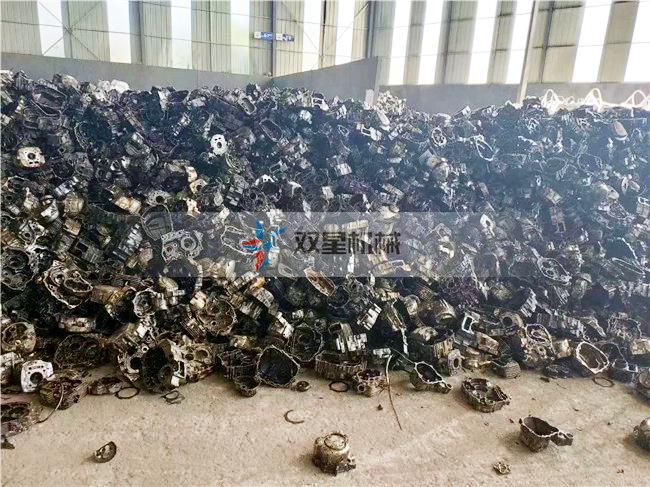 生铝铸件破碎机破碎发动机
