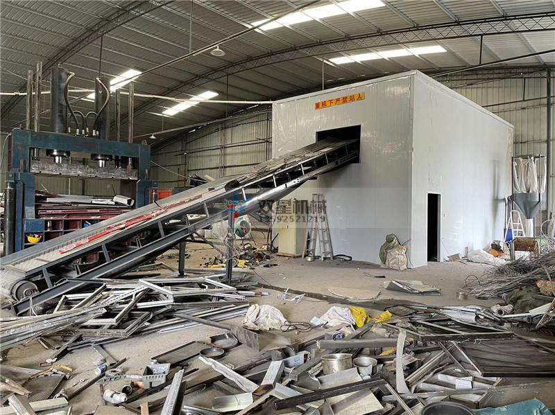 断桥铝粉碎机作业